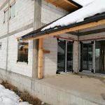 casa din bca in constructie, iarna, cu ferestre si usi termopan aluplast 85md